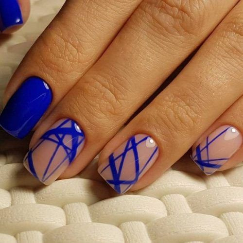 Стильный маникюр в синем цвете