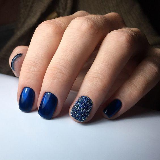 Оригинальный синий маникюр
