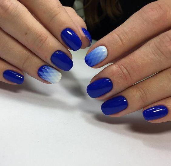 маникюр синий
