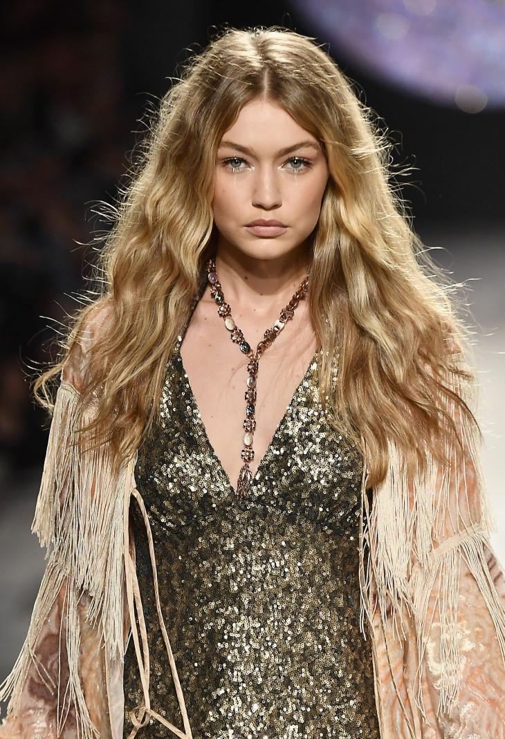 модная стрижка 2018 на длинные волосы