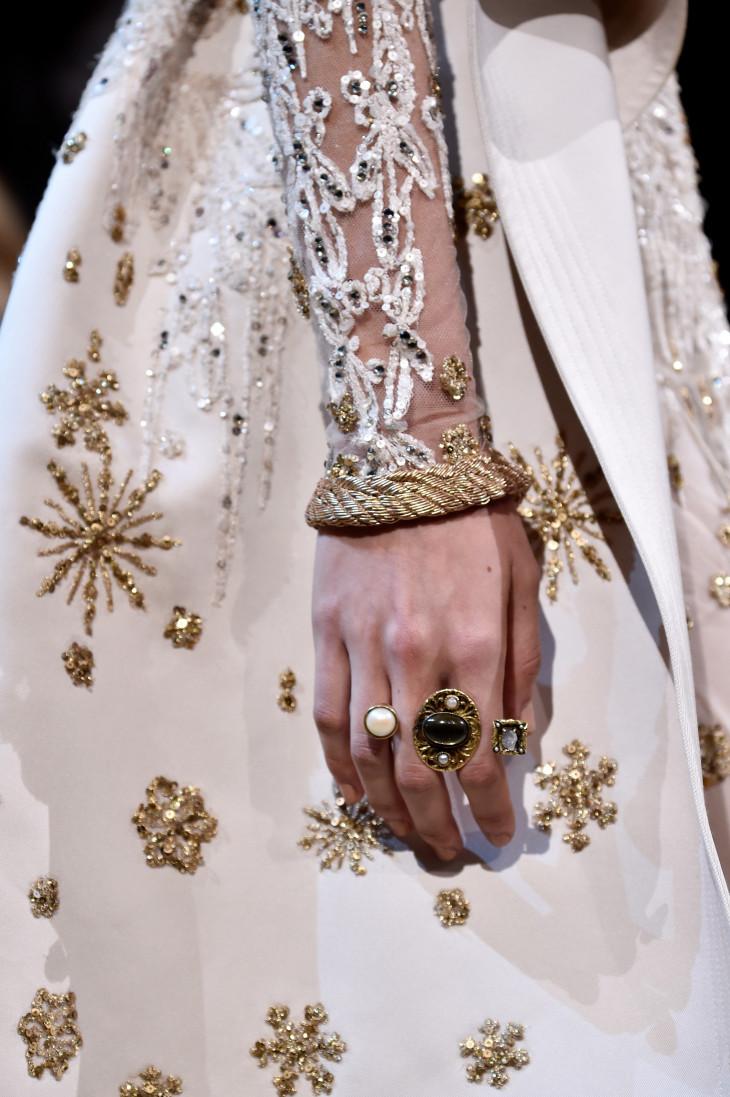 как сочетать кольцо с маникюром