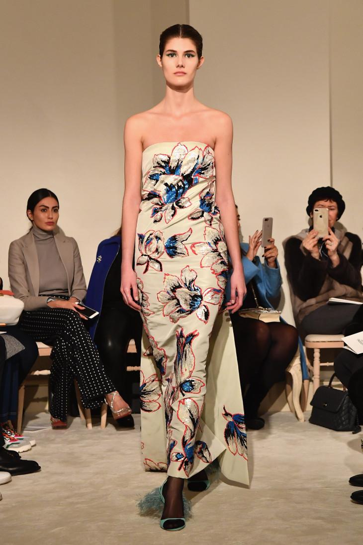Вдохновленные средним веком: чем запомнился показ показ Valentino Haute Couture?