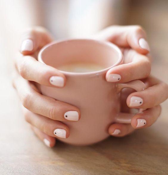 0490eb6fc8985d9d0514bebfcb04cec7 Красивый маникюр на короткие ногти 2019-2020: фото идеи маникюра на короткие ногти