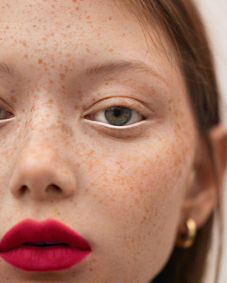 Как сделать макияж на веснушки 752