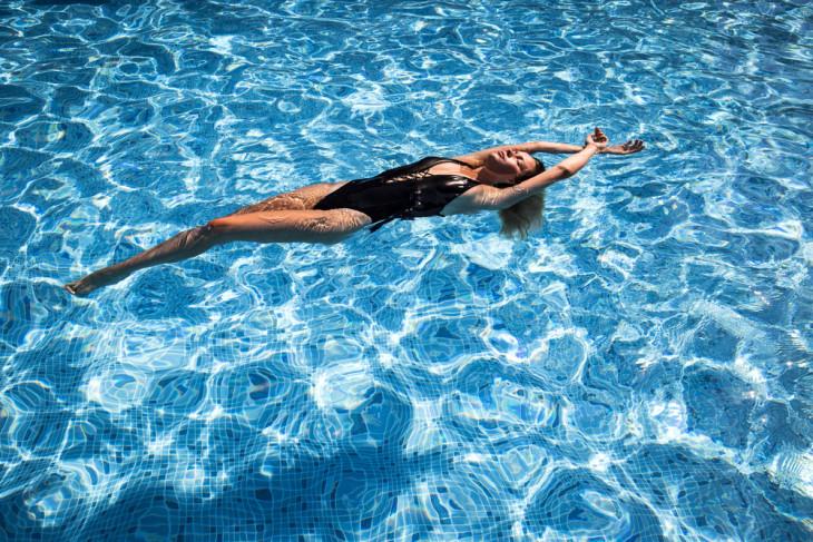 как похудеть летом плавание