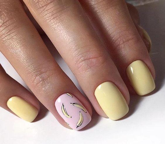Желто-розовый маникюр с бананами