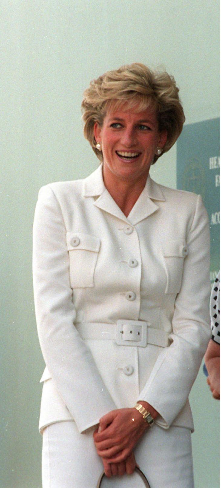 Принцесса Диана в белом пальто