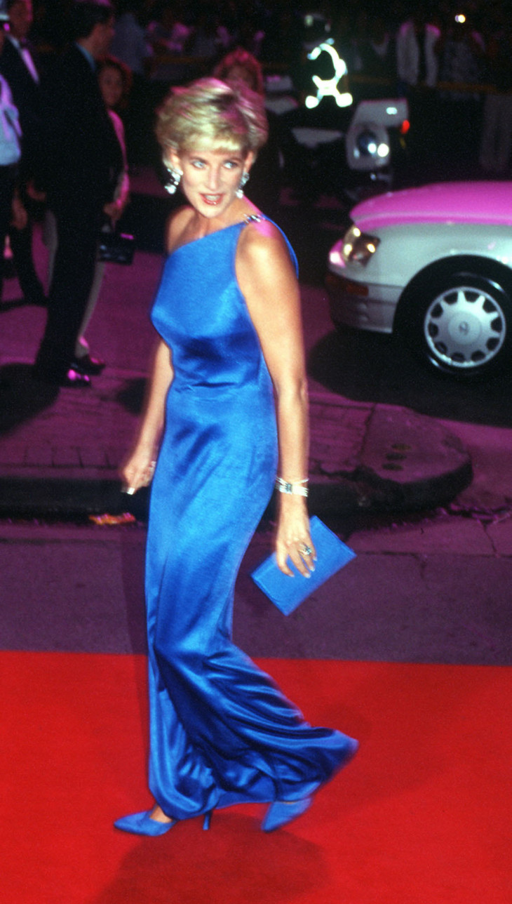 принцесса Диана в синем платье