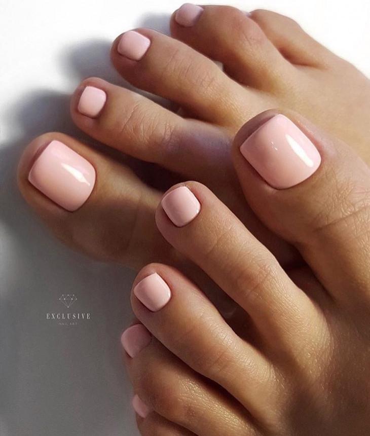 педикюр в розовом цвете