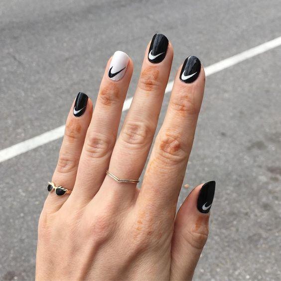 дизайн ногтей с логотипами