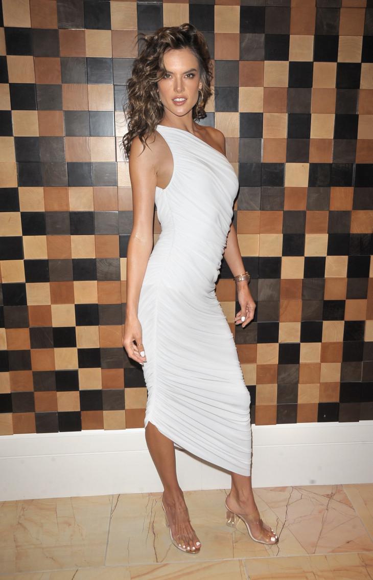 Алессандра Амбросио в Givenchy