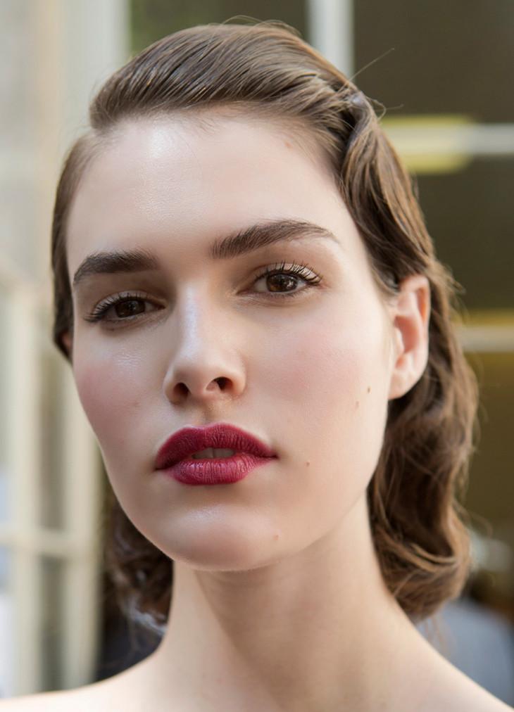 темный макияж губ