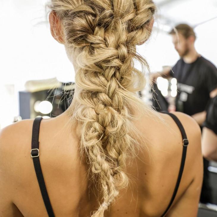 косы на свадьбу для длинных волос 1