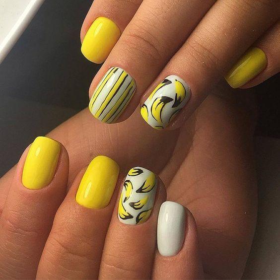 Бело-желтый маникюр