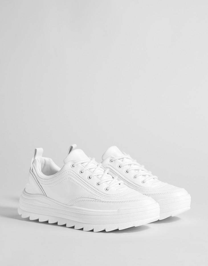 Белые кроссовки, Bershka