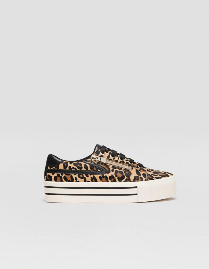 кроссовки с леопардовым принтом бершка