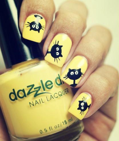 желтый маникюр с котами