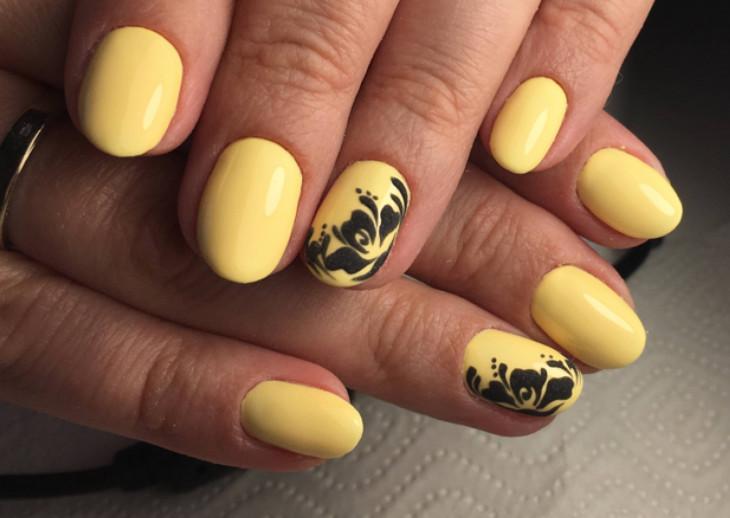 желтый маникюр с черным рисунком