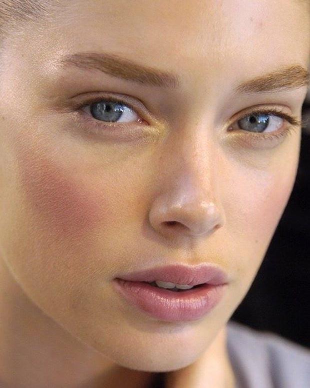 Лайфхаки против жирного блеска на лице: матереющая пудра