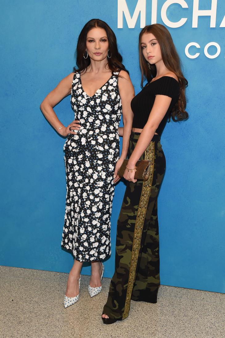 Кэтрин Зета-Джонс с дочерью Кери