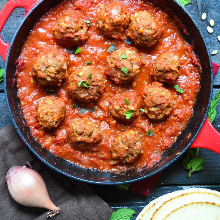 Тефтели с моцареллой в томатном соусе