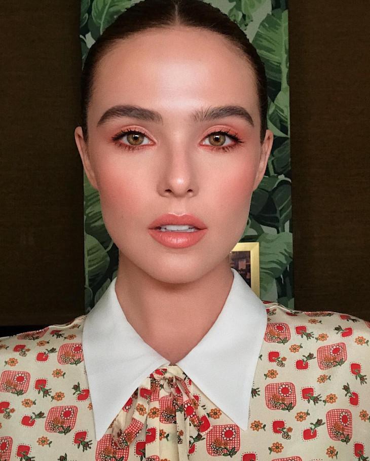 оранжевый макияж зои дойч