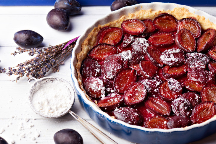 рецепты здорового питания - пирог со сливами
