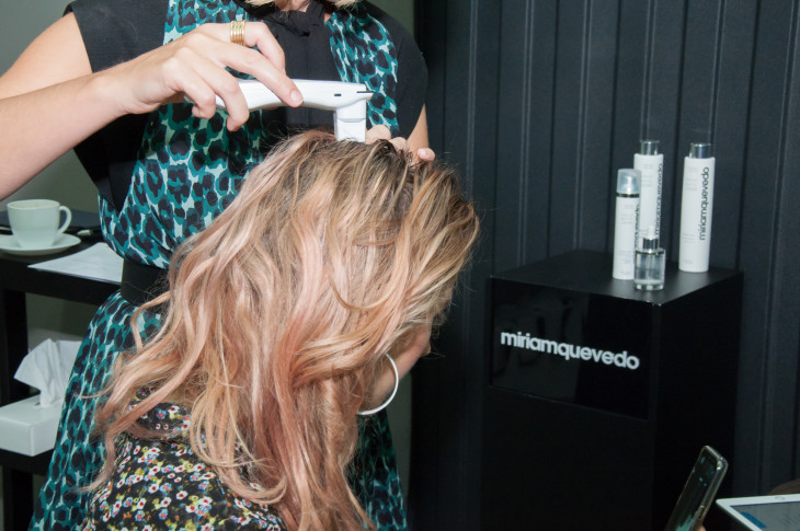 Диагностика кожи головы Miriam Quevedo