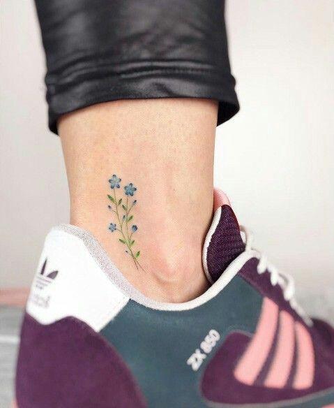 стильные тату на ноге