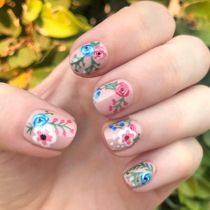 нюдовый маникюр 2018 - цветы