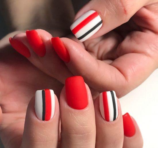 Дизайн красных ногтей: геометрия