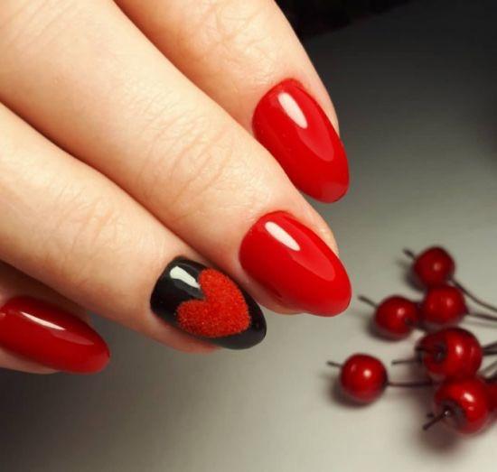 Идеи красного маникюра: необычный дизайн красных ногтей с сердцем