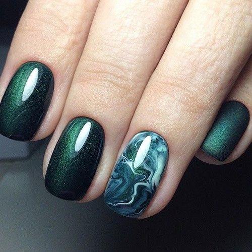 Зелёный маникюр: мраморный