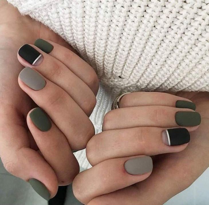 Маникюр в зелёных тонах на короткие ногти