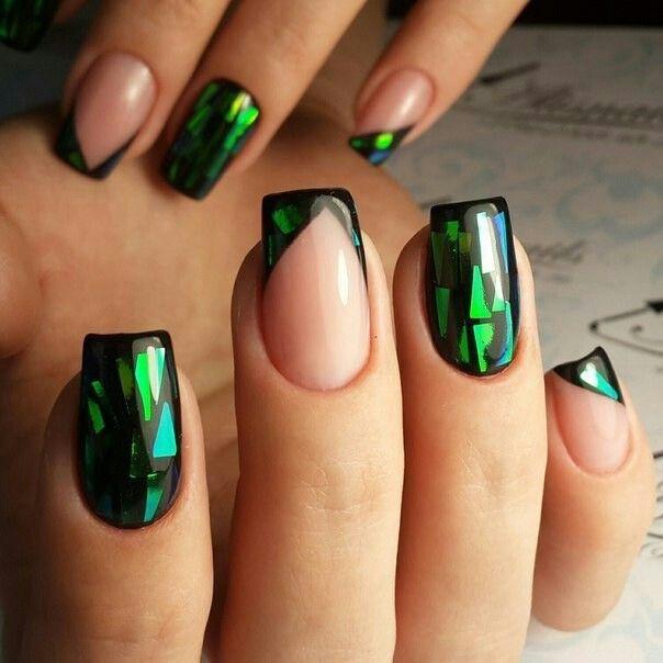 Зелёный маникюр: битое стекло