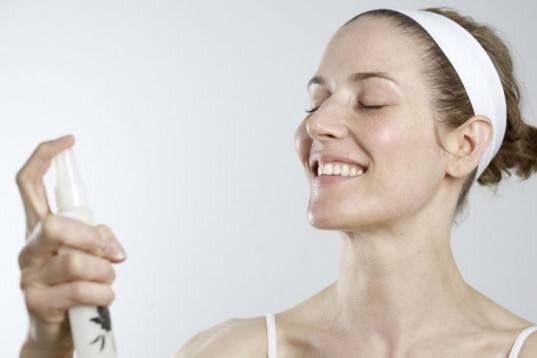 Лайфхаки против жирного блеска на лице: терминальная вода