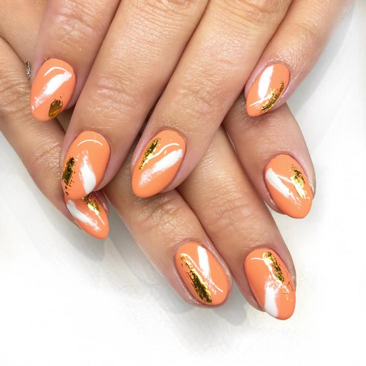 маникюр с оранжевым лаком