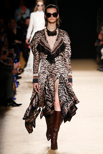 тигровое шелковое платье