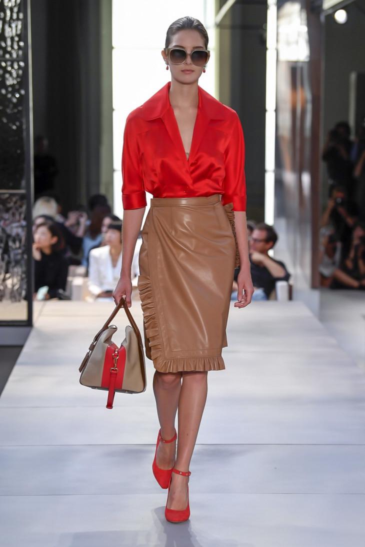 коралловая одежда на модном показе