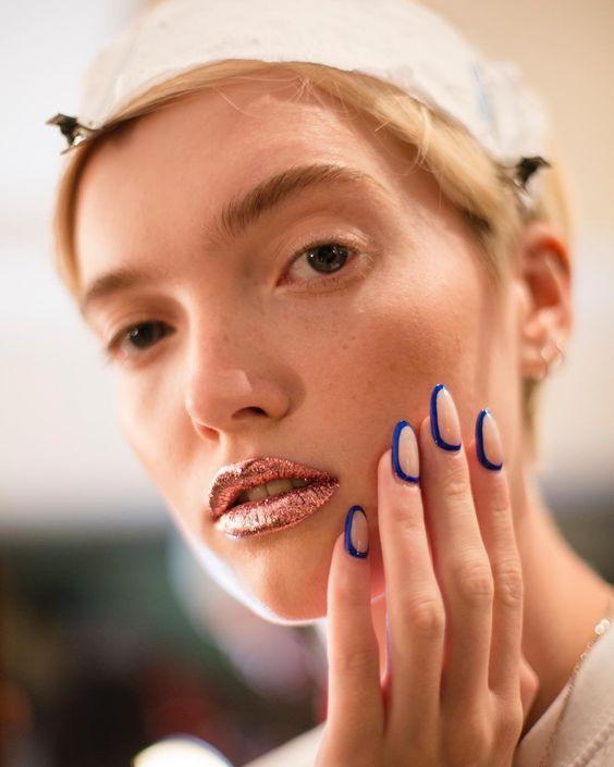макияж губ с эффектом фольги