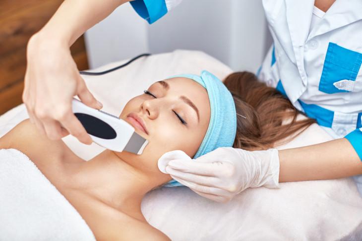 Ультразвуковая процедура чистки лица