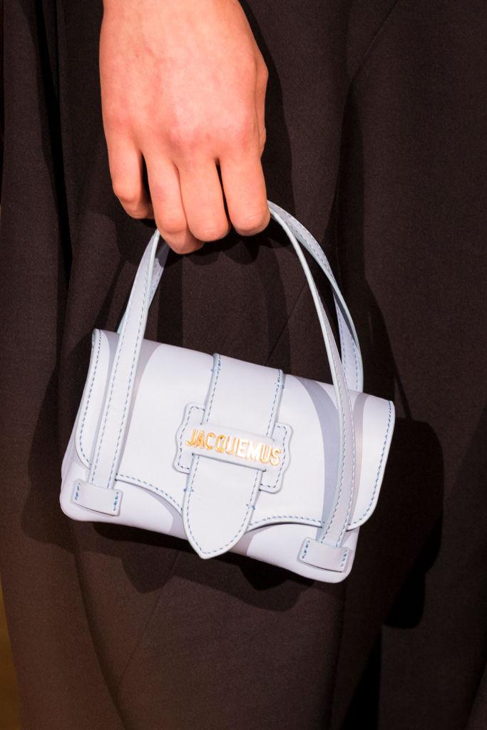 нежно-голубая сумка 2019