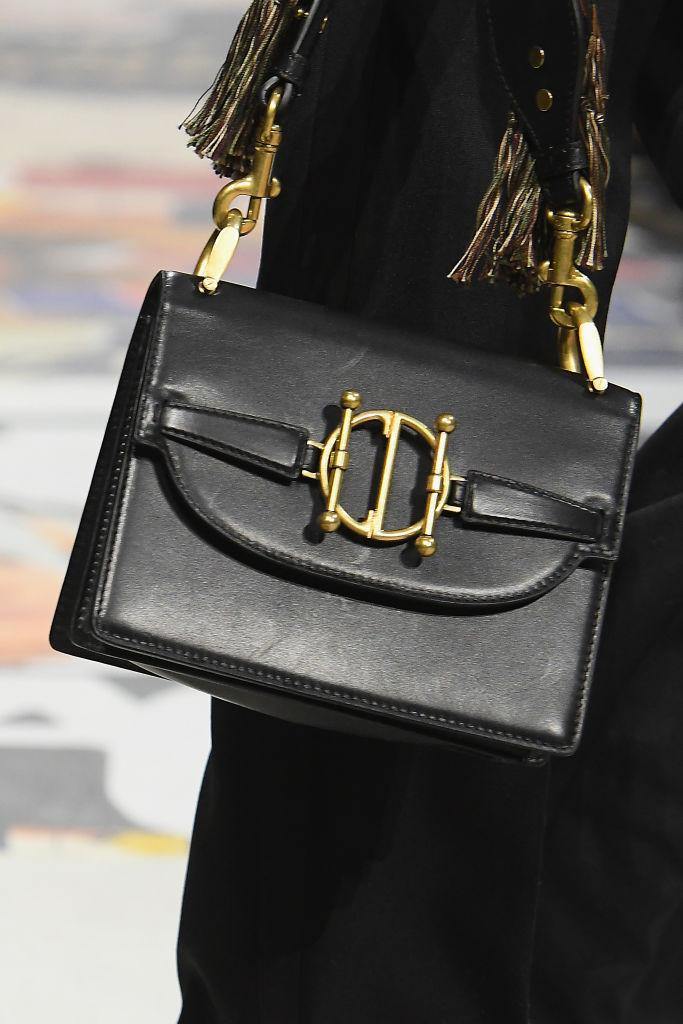 классическая черная сумка