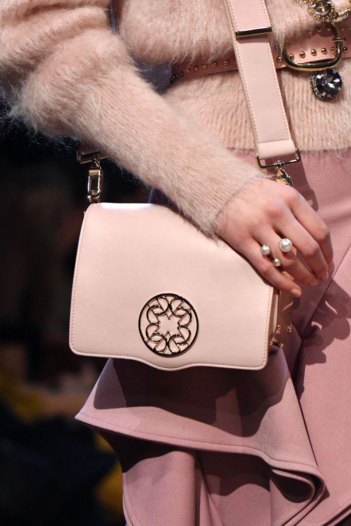 стильная сумка пудрового цвета