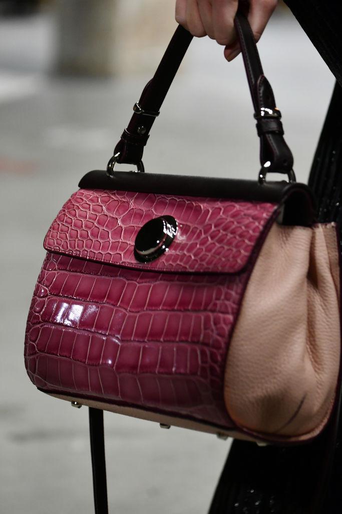 ягодная женская сумка