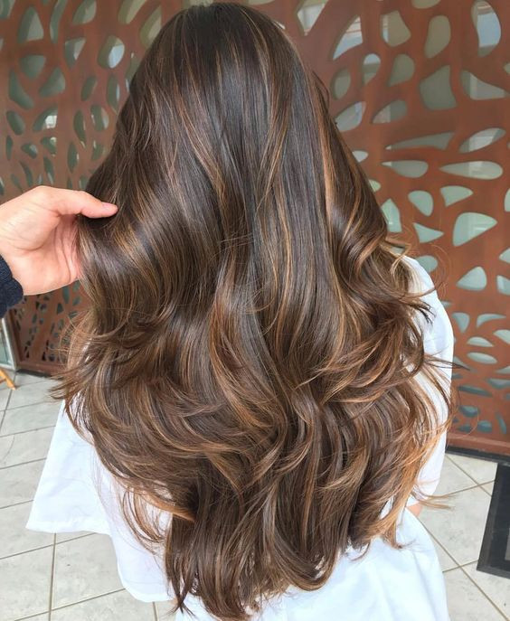 шатуш на каштановых волосах