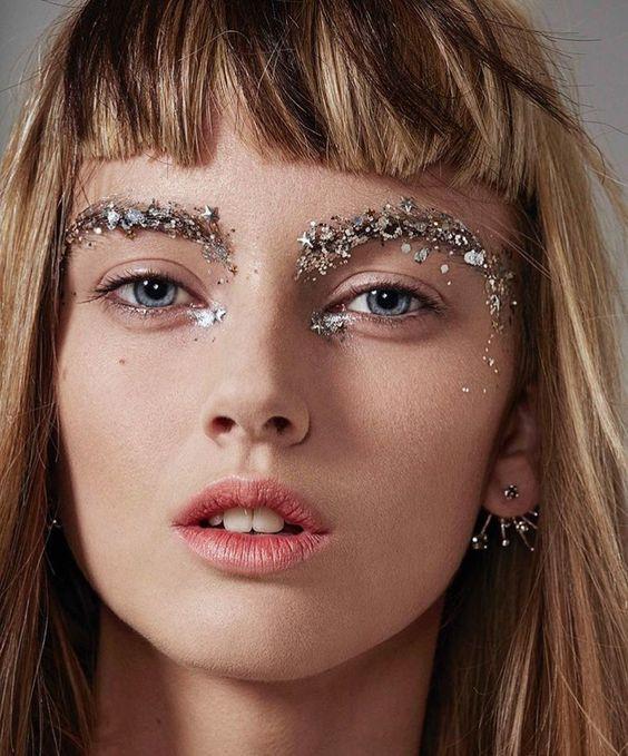 модный макияж с глиттером
