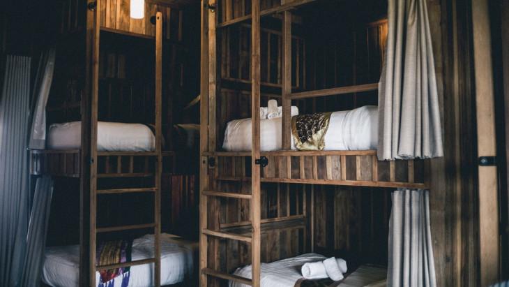 кровати в отеле