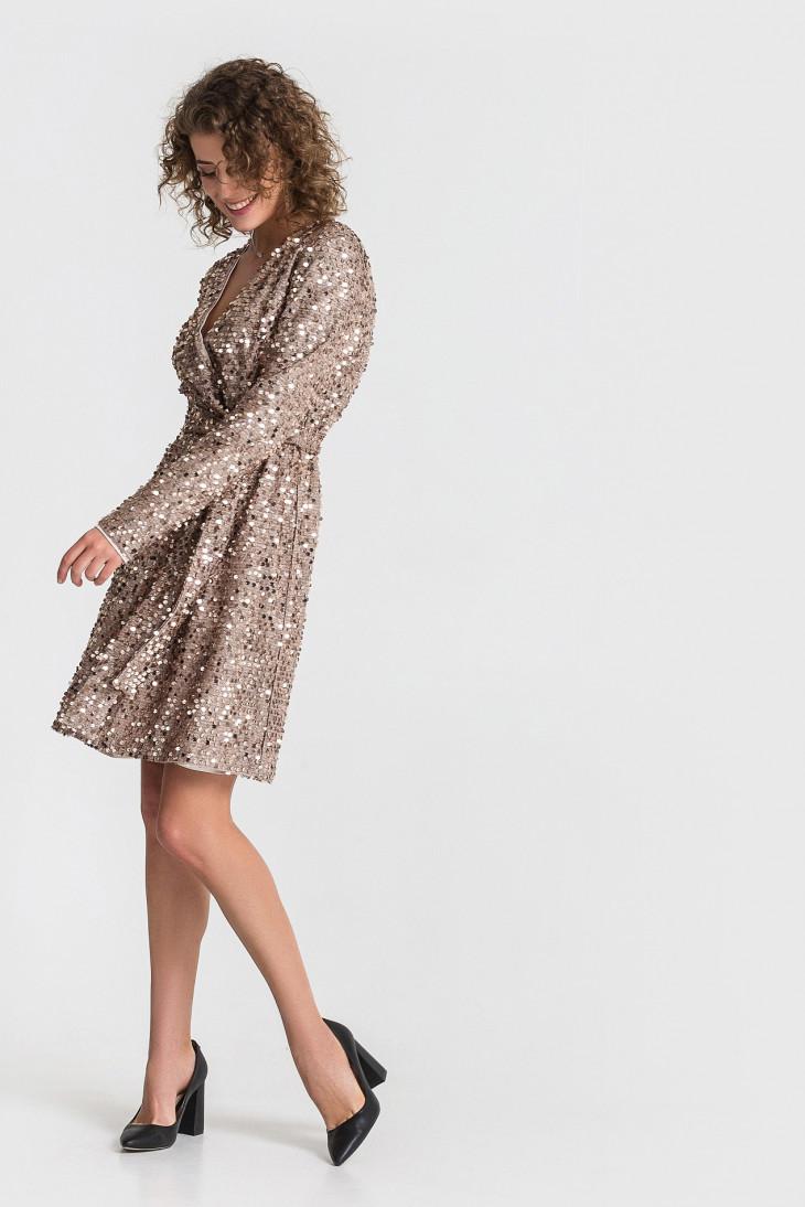 Трикотажное песочно-золотое платье от Vovk