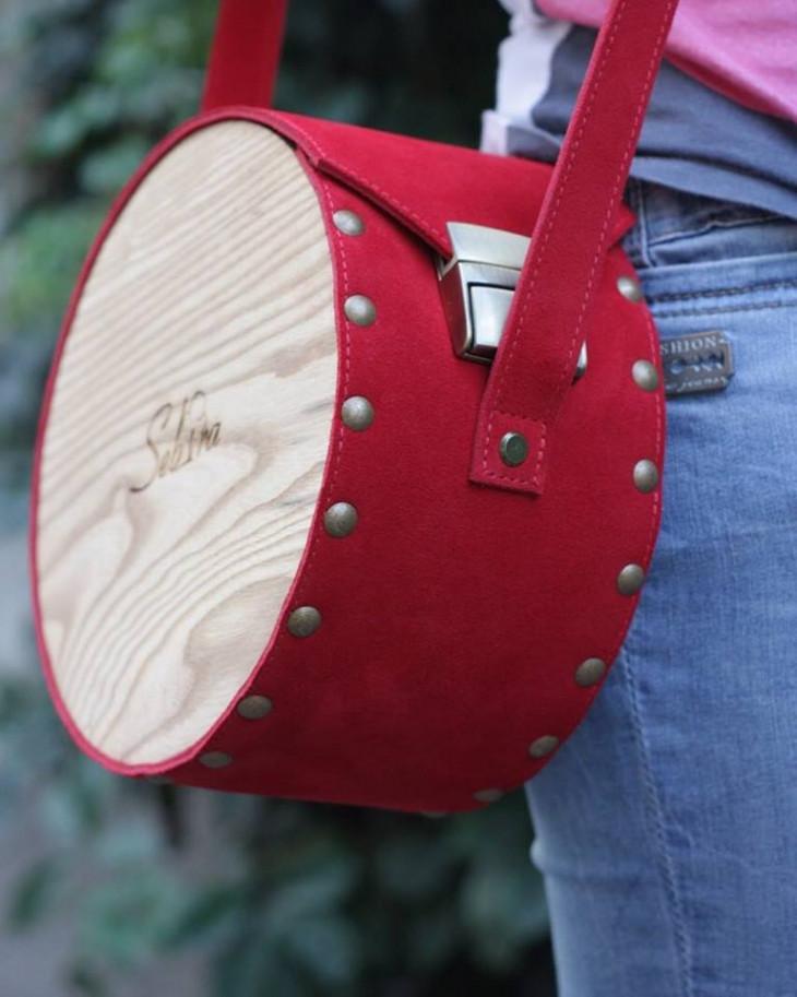 Круглая сумка из дерева и замши Sebira
